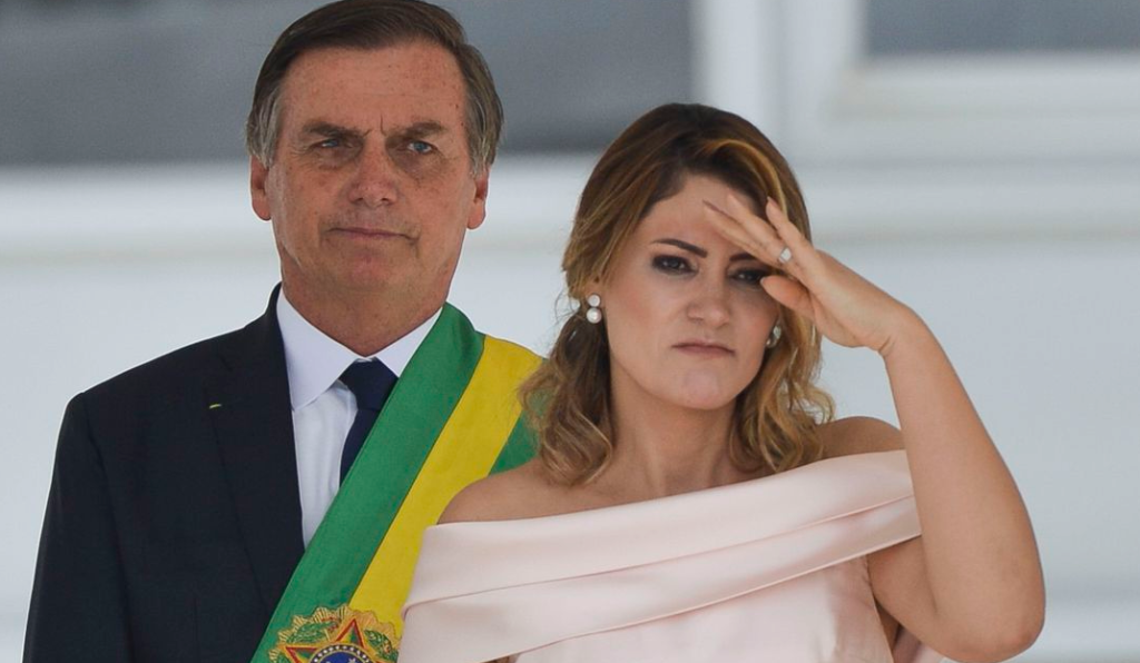 Evangélica, Michelle Bolsonaro dedica-se à ministério de Libras na igreja.